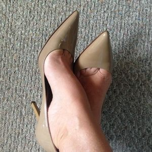 MK Nude gold point toe patent leather pump, 9.5